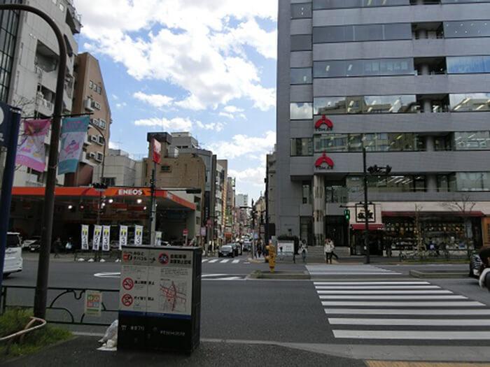 大江戸線麻布十番駅前