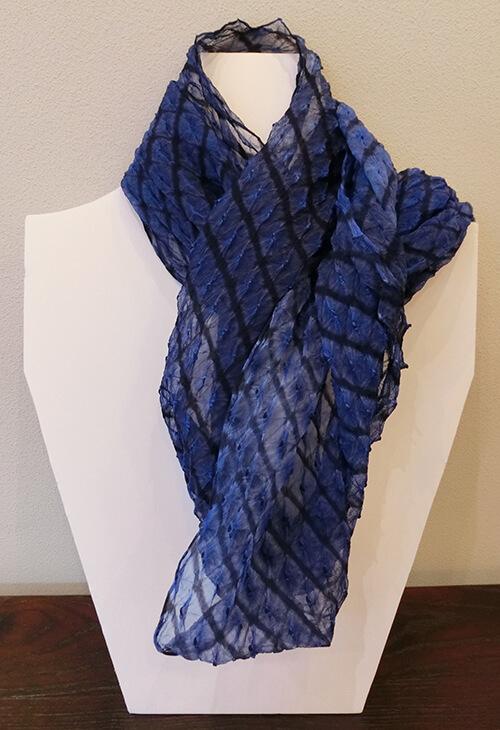片山文三郎商店の絞りスカーフ